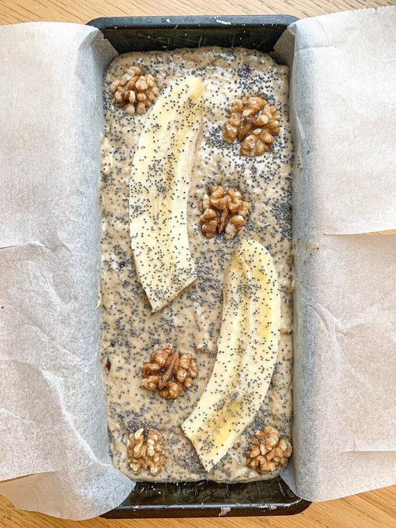 Autorės nuotr. /Kepimui paruošta kalėdinė bananų duona