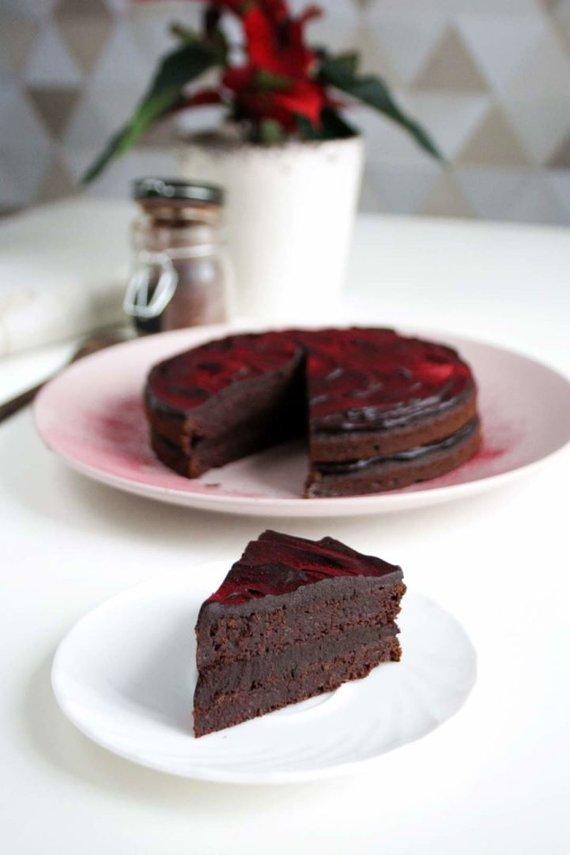 Tinklaraščio nuotr. /Šokoladinis burokėlių tortas su avokadais