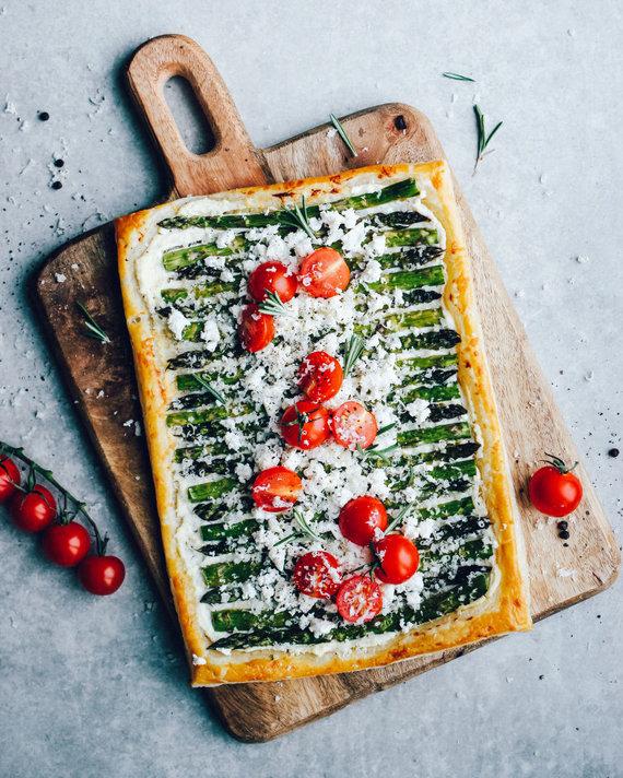 Tinklaraštininkės nuotr. /Vegetariškas pyragas su rikotos kremu ir smidrais