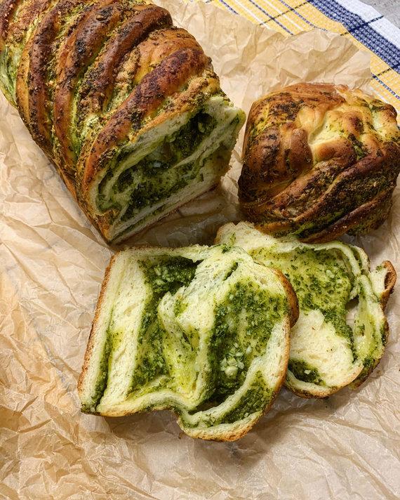 Tinklaraščio archyvo nuotr. /Duona, įdaryta žolelių pesto padažu