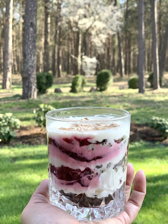 Autorės nuotr. /Sluoksniuotas desertas su rugine duona