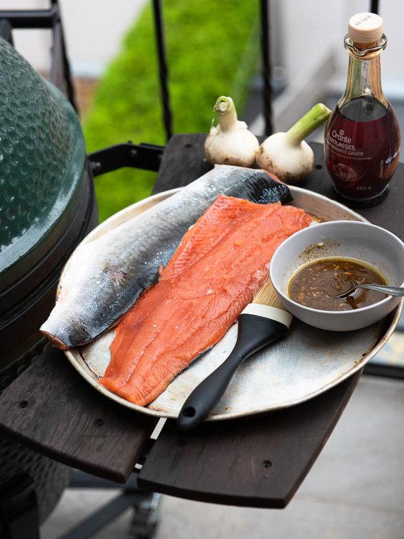 Nidos Degutienės nuotr. /Grilyje kepta žuvis su granatų sirupo glazūra ir jogurtiniu padažu