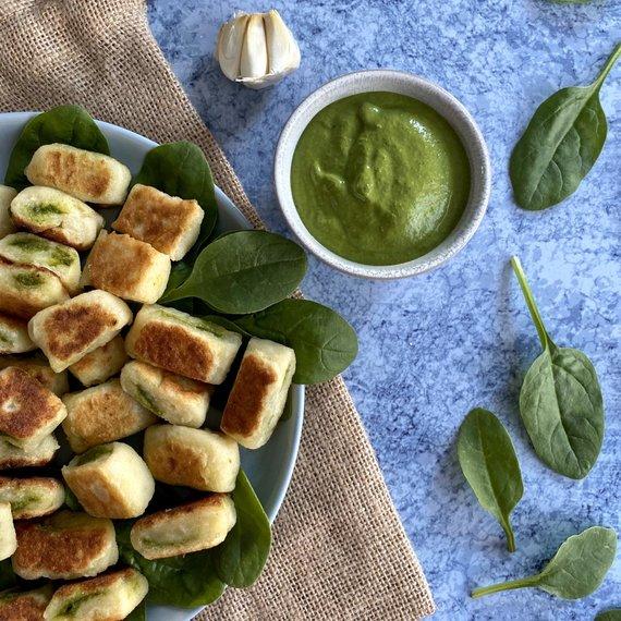 """Autorės nuotr. /Veganiški bulvių virtinukai """"gnocchi"""" su špinatų pesto"""