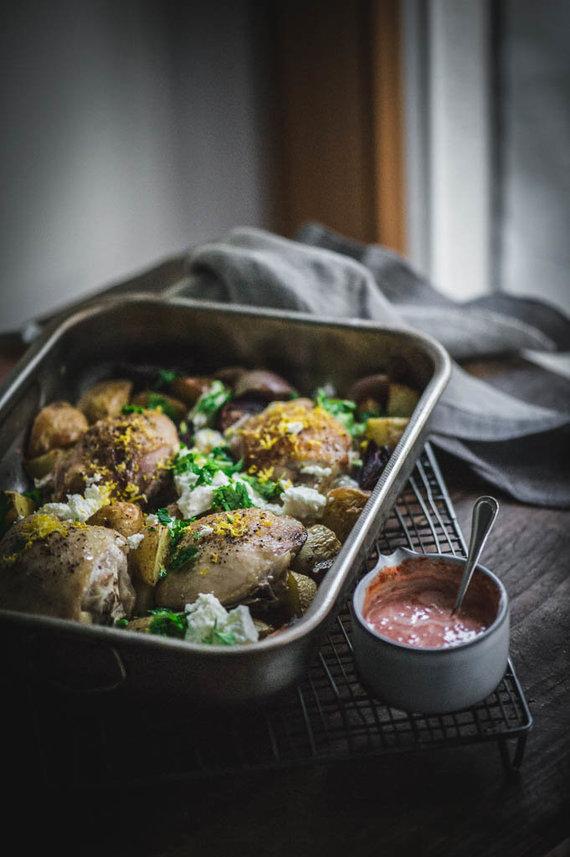 Nidos Degutienės nuotr. /Vištos kulšelės su bulvėmis, feta ir pikantišku padažu