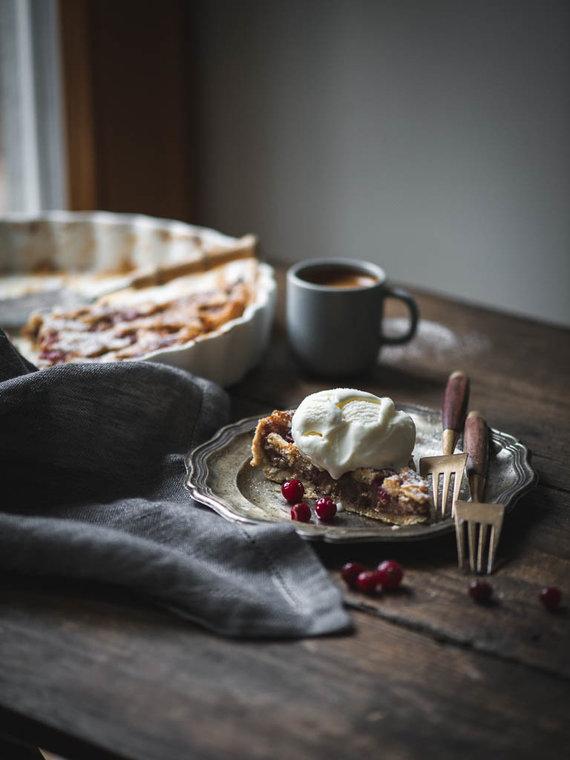 Nidos Degutienės nuotr. /Šventiškas obuolių pyragas