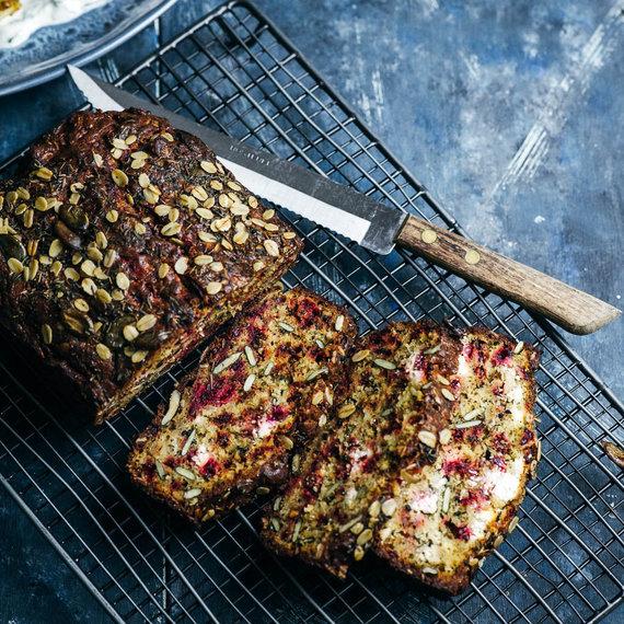 Nidos Degutienės nuotr. /Burokėlių duona su ožkos pieno sūriu