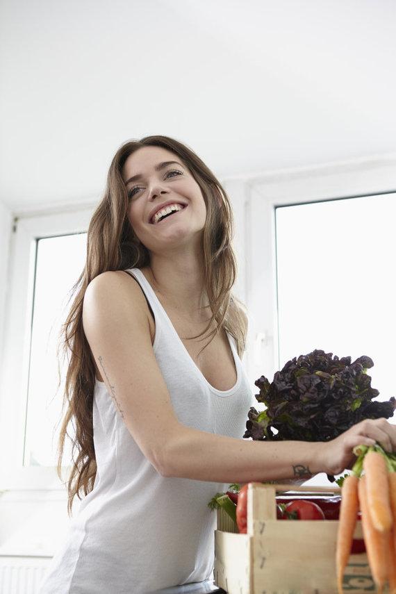 Vida Press nuotr./Moteris virtuvėje