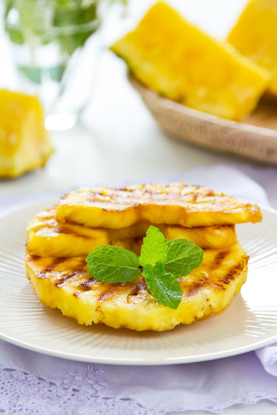 Vida Press nuotr./Kepti ananasai