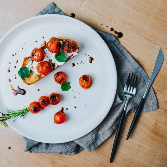 Valerijos Sto nuotr./Brusketa su rikota ir keptais pomidorais