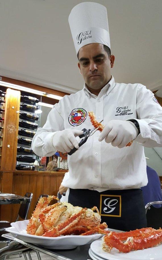 Žydronės Lukšytės nuotr./Santjago centrinis turgus: darinėjami krabai