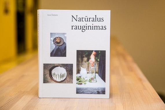 """Juliaus Kalinsko / 15min nuotr./Knyga """"Natūralus rauginimas"""""""