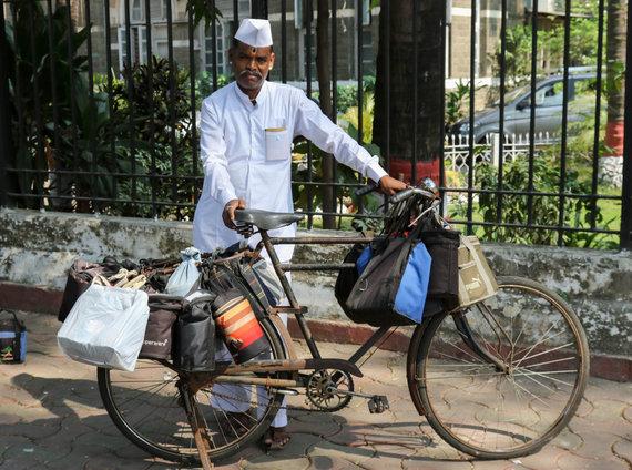 Vida Press nuotr./Maisto išvežiotojas Indijoje
