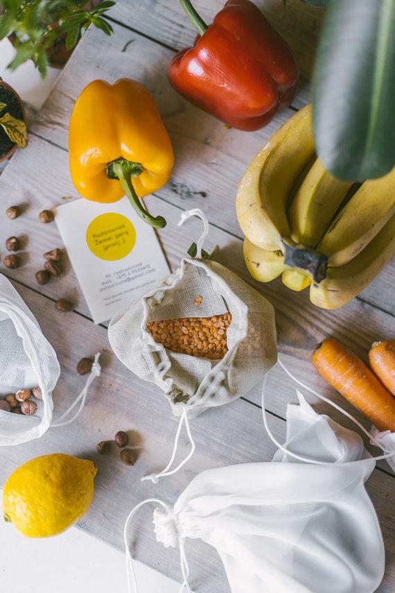 """Gamintojo archyvo nuotr. /Palaikantys gyvenimo be šiukšlių idėjas galės įsigyti daugkartinių """"Žalios žinutės"""" pakavimo maišelių maisto produktams"""