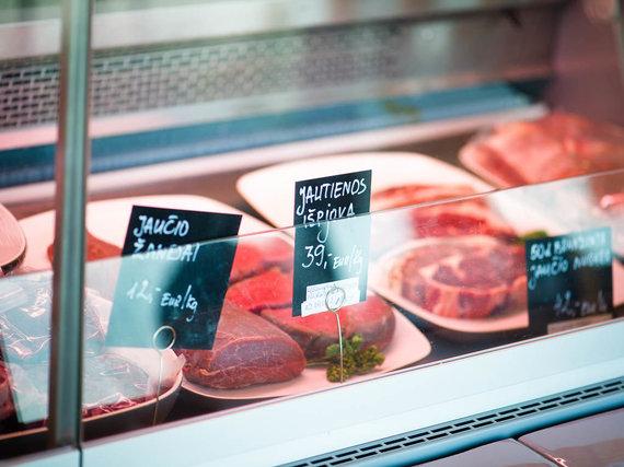 Nidos Degutienės nuotr. /Mėsa parduotuvės šaldytuve
