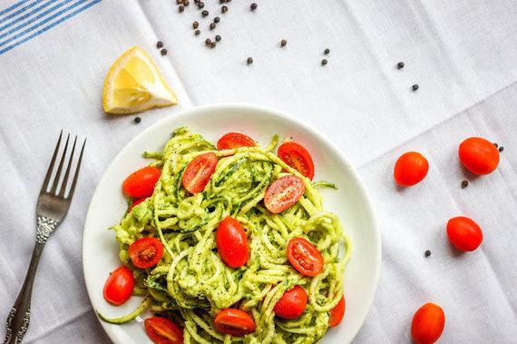 Tinklaraščio archyvo nuotr./Cukinijų spagečiai su padažu ir vyšniniais pomidoriukais