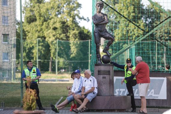 """Eriko Ovčarenko / 15min nuotr./""""Stumbro"""" futbolininkai atsisakė žaisti, sirgaliai dar valandą laukė."""