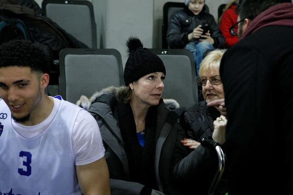 Eriko Ovčarenko / 15min nuotr./Tina Ball stebi savo sūnų treniruotę