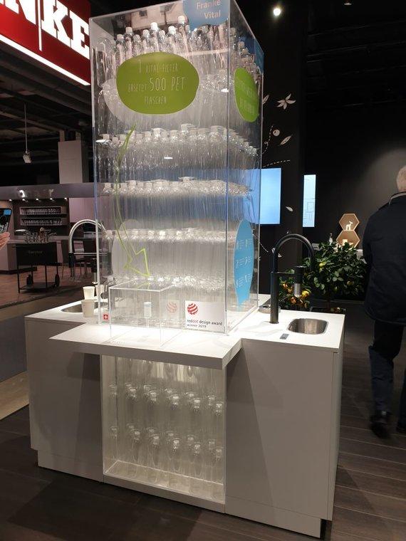 """""""Franke"""" nuotr./Tiek plastikinių butelių galima sutaupyti per pusmetį, geriant vandenį iš čiaupo"""