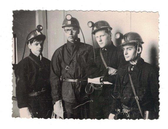 Asmeninė nuotr./Sąjunginė jaunųjų fizikų olimpiada Sverdlovske (dabar Jekaterinburgas) 1970 m. Nuotraukoje įamžintas fizikos mokytojas A.Grigaliūnas ir prof. E.Kuokščio klasės draugas V.Saldžiūnas