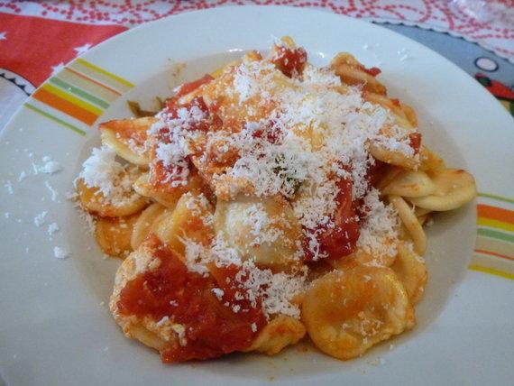 """Makaronai """"oriechette"""" su pomidorų padažu"""