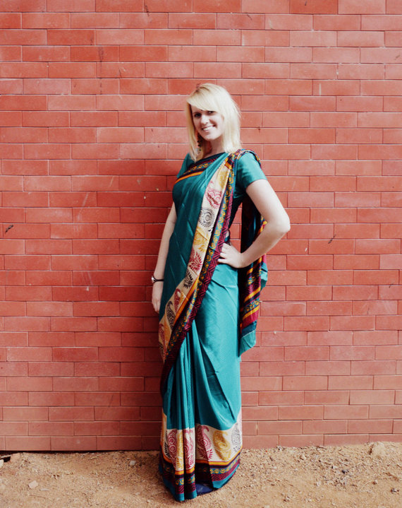 Aistė su sariu. Indiškas apdaras mokyklos šventėje būtinas