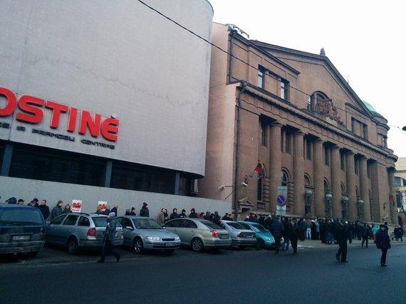 Kolekcinės monetos Kaune laukę žmonės