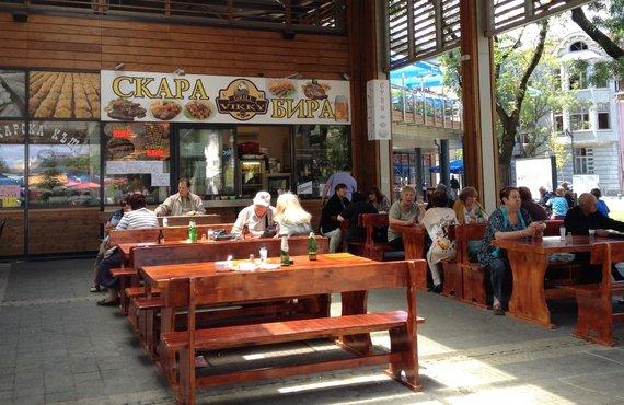 """Virginijos Pupeikytės-Dzhumerovos nuotr./""""Скара"""" bulgariškai reiškia groteles. Tačiau paprastai šis žodis iškaboje nurodo, kad kavinėje prekiaujama įvairiais užkandžiais"""