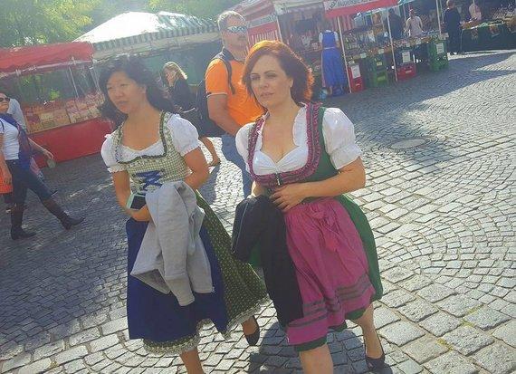 G.Kubiliūtės/ Travelling dining nuotr./Tirolietiški kostiumai - be nereikalingų blizgučių