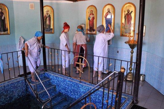 Asmeninė nuotr./Prieš maudantis Šventajame šaltinyje būtina atlikti visas religines apeigas