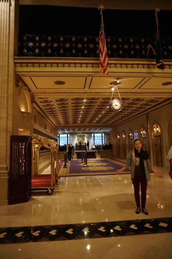 """Projekto """"Tikslas – Amerika"""" nuotr./Aistė Žemaitienė Roosevelto viešbutyje, kuriame dirbo Antanas Škėma"""
