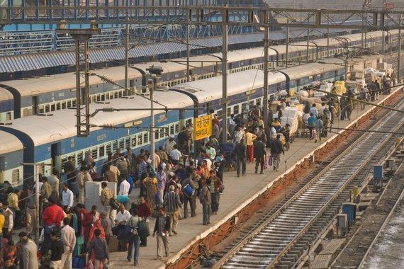 123rf.com /Kasdien Indijoje įvykdoma per 10 000 kelionių traukiniais