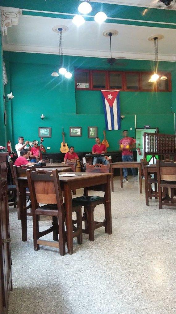 Asmeninė nuotr./Muzikantai Kubos restoranuose dažnai groja