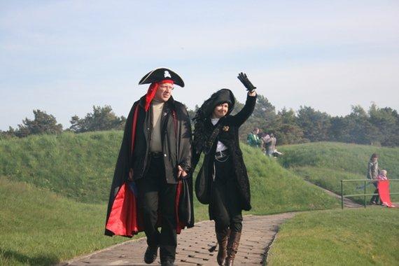 Ginos Kubiliūtės/15min.lt nuotr./Naglis Puteikis su žmona 2011 m. renginyje Jūrų muziejuje