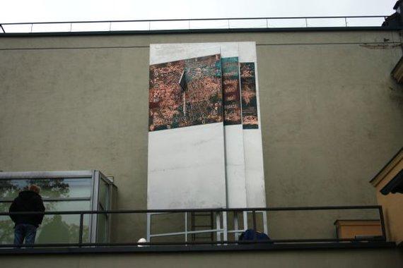 A.Kripaitės/15min.lt nuotr./Saulės laikrodžiu pasipuošė I.Simonaitytės bibliotekos kiemelis.