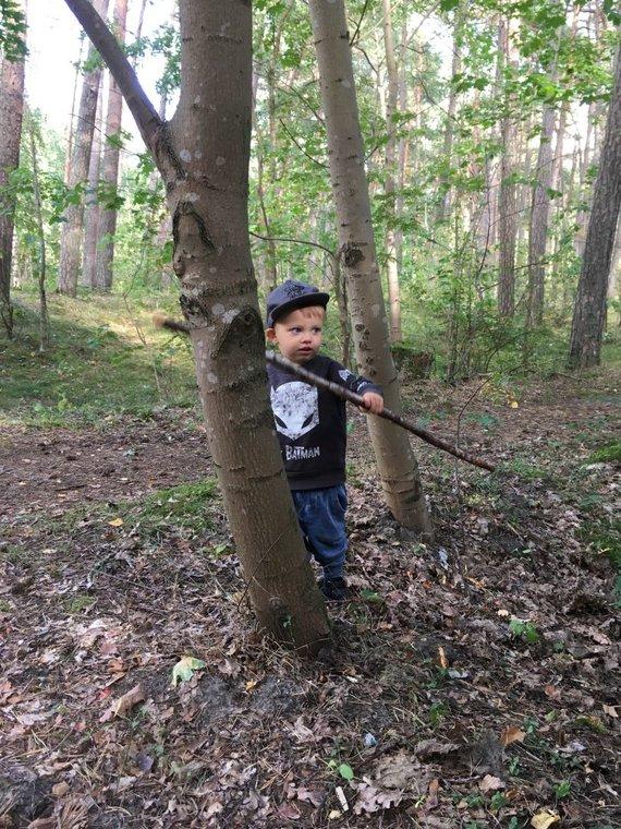 Aurelijos Jašinskienės/15min.lt nuotr./Vaikas miške