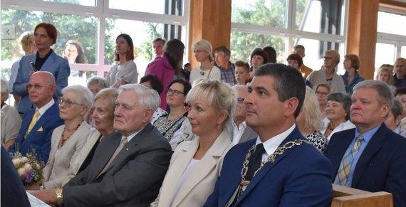 Neringos savivaldybės nuotr./Valdui Adamkui suteiktas Neringos miesto Garbės piliečio vardas.