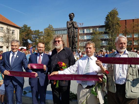 J. Andriejauskaitės / 15min nuotr./Klaipėdoje atidengtas Vydūno paminklas