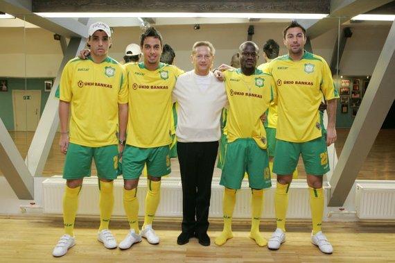 zmones.lt nuotr./Vladimiras Romanovas (centre) neslėpė pasididžiavimo savo futbolo klubu