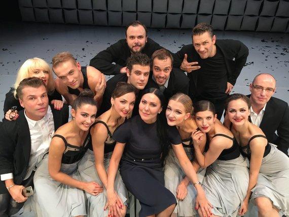 """J.Vachtangovo teatro nuotr./A.Cholinos spektaklio """"Vyrai ir moterys"""" kūrybinė grupė"""