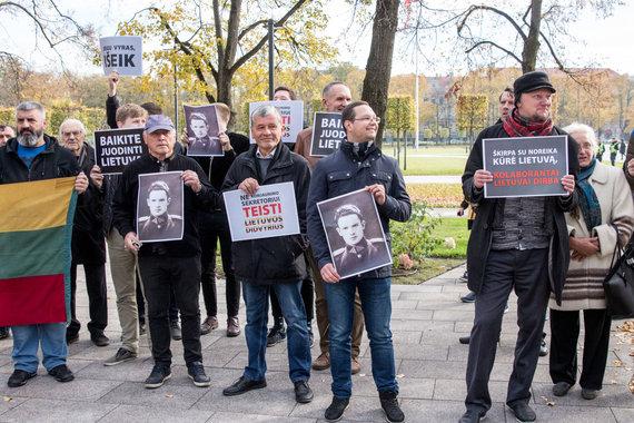 Juliaus Kalinsko / 15min nuotr./Protestas prie Užsienio reikalų ministerijos