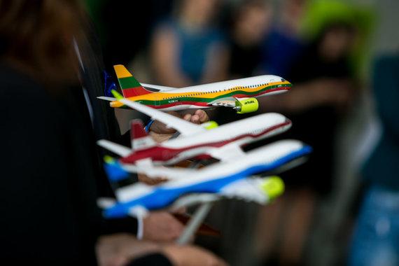 Juliaus Kalinsko / 15min nuotr./Baltijos šalių vėliavomis papuošti lėktuvai