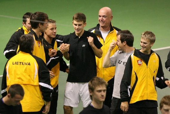 Juliaus Kalinsko/15min.lt nuotr./Lietuvos teniso rinktinės triumfo akimirka