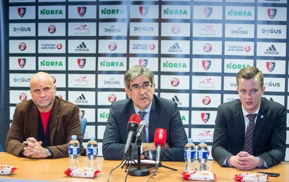 Juliaus Kalinsko / 15min nuotr./Buvęs klubo savininkas Gedvydas Vainauskas, Eurolygos vadovas Jordis Bertomeu ir dabartinis Vilniaus ekipos direktorius Julius Sarapinas.