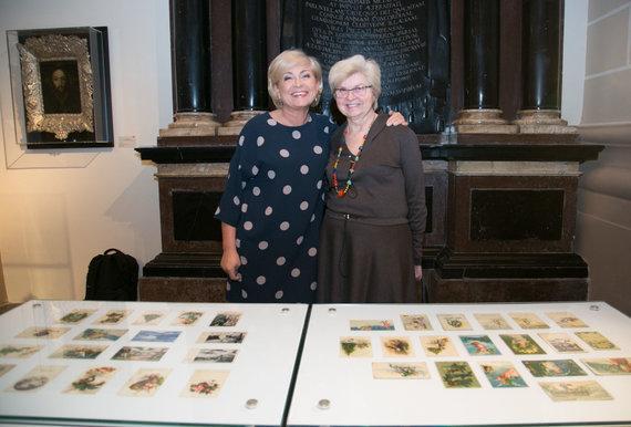Juliaus Kalinsko / 15min nuotr./Edita Mildažytė su mama pristato kalėdinių atvirukų kolekciją
