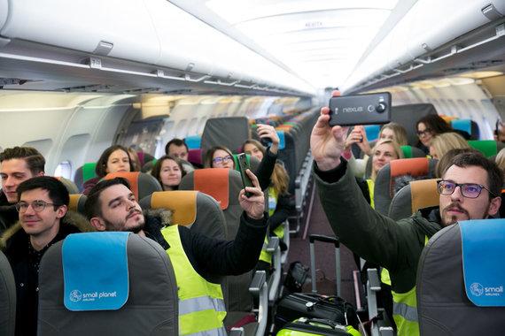 Juliaus Kalinsko / 15min nuotr./Gydytojai rezidentai spaudos konferenciją surengė lėktuve