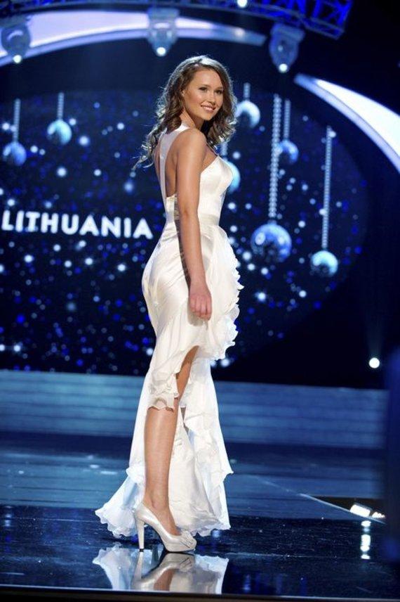 """""""Reuters""""/""""Scanpix"""" nuotr./""""Mis Lietuva 2012"""" pirmoji vicemis Greta Mikalauskytė konkurse """"Mis Visata 2012"""""""