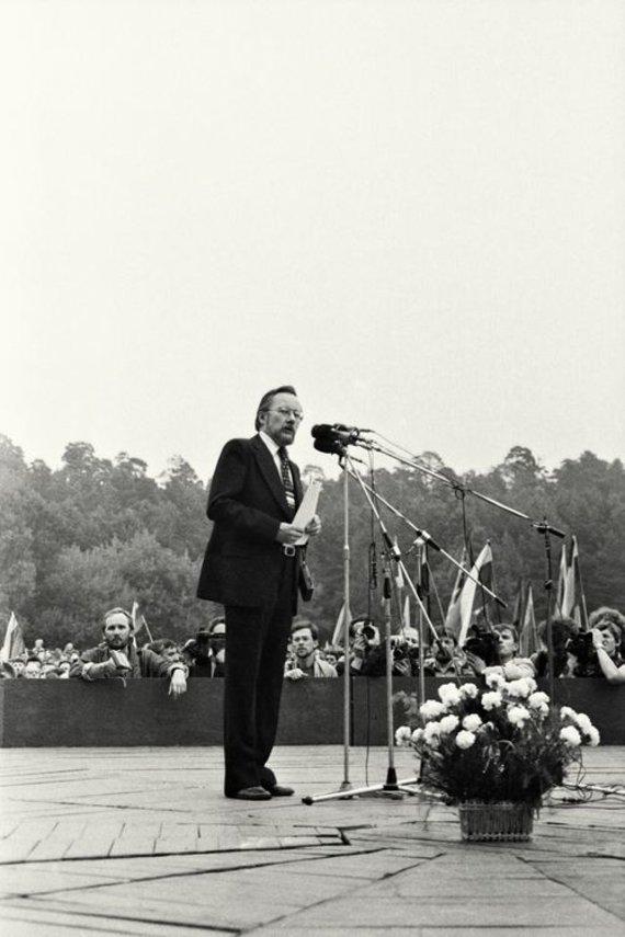 Leonardo Skirpsto nuotr./Vytautas Landsbergis 1988 m. rugpjūčio 23 dieną Vingio parke