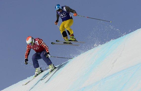 """AFP/""""Scanpix"""" nuotr./Akrobatinis slidinėjimas"""