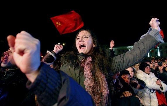 """""""Reuters""""/""""Scanpix"""" nuotr./Kryme rusai džiaugiasi neteisėto referendumo išankstiniais rezultatais"""