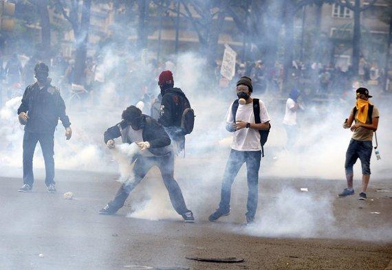 """AFP/""""Scanpix"""" nuotr./Protestuotojai Venesueloje"""